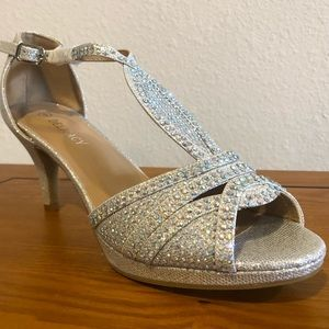 BRIDAL HEELS BRAND NEW SIZE 6 . Silver